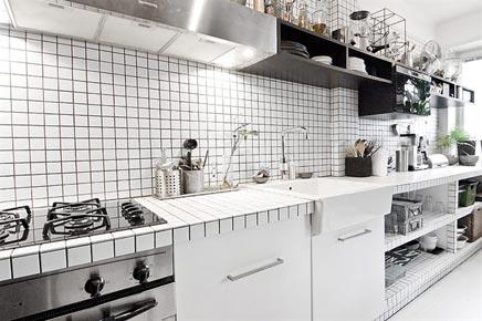 Zwart witte semi open keuken inrichting - Keuken back bar ...