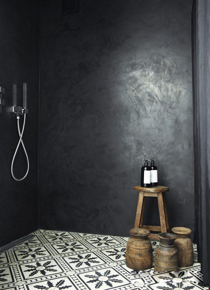 zwarte betonstuc muren inloopdouche