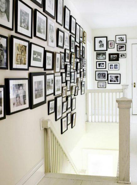Zwarte fotolijstjes trap