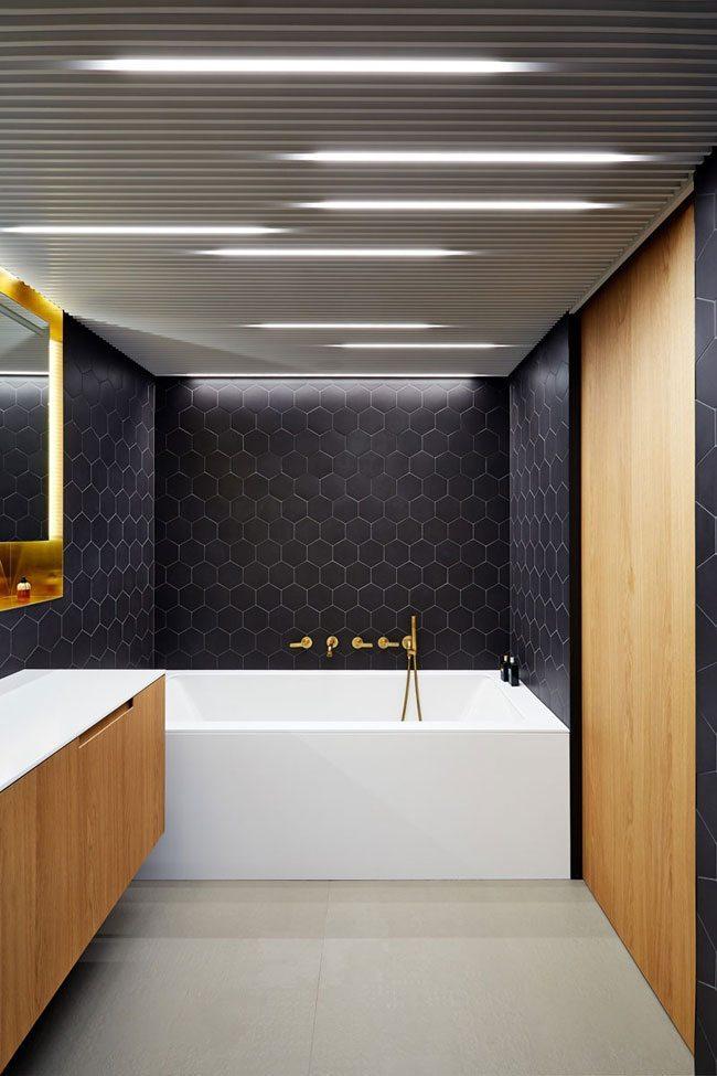 zwarte hexagon tegels badkamer