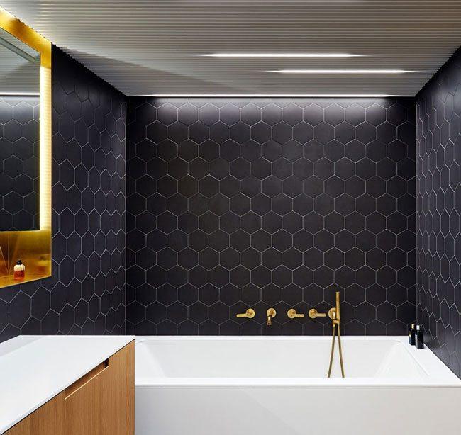 Moderne chique badkamer met een praktische inrichting | Inrichting ...
