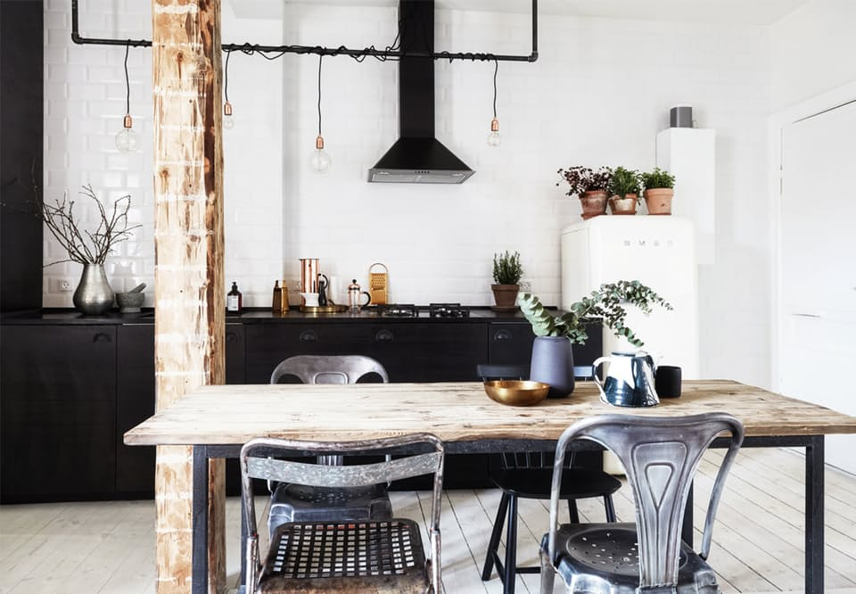 zwarte industriële keuken creme smeg koelkast