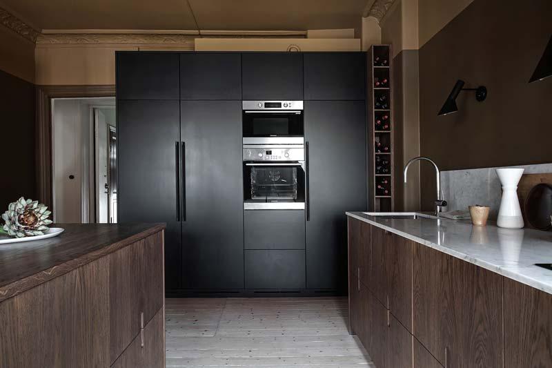 zwarte kastenwand keuken