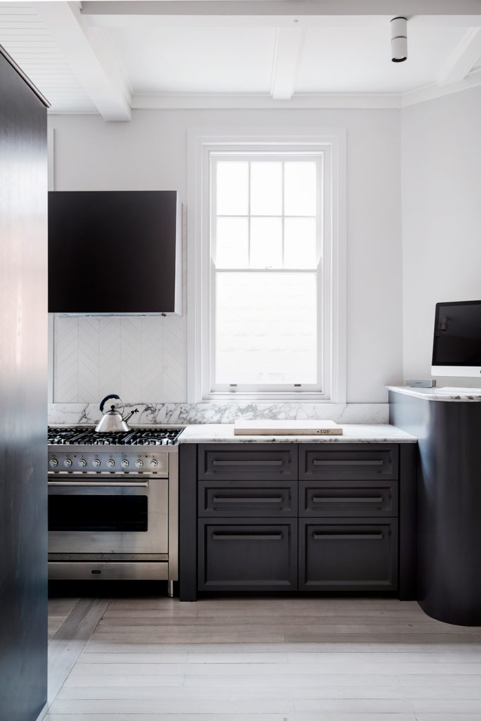 zwarte keuken marmeren werkblad