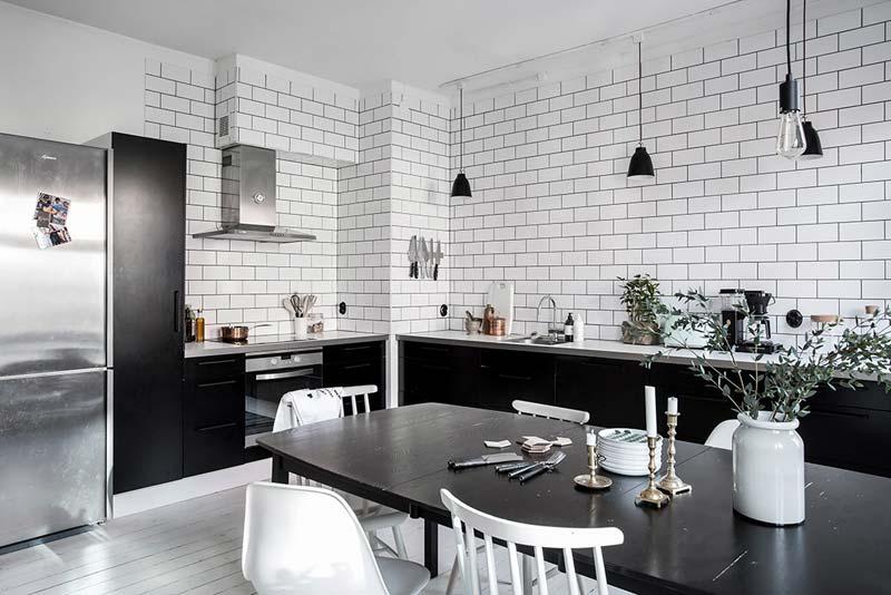 zwarte keuken witte wandtegels
