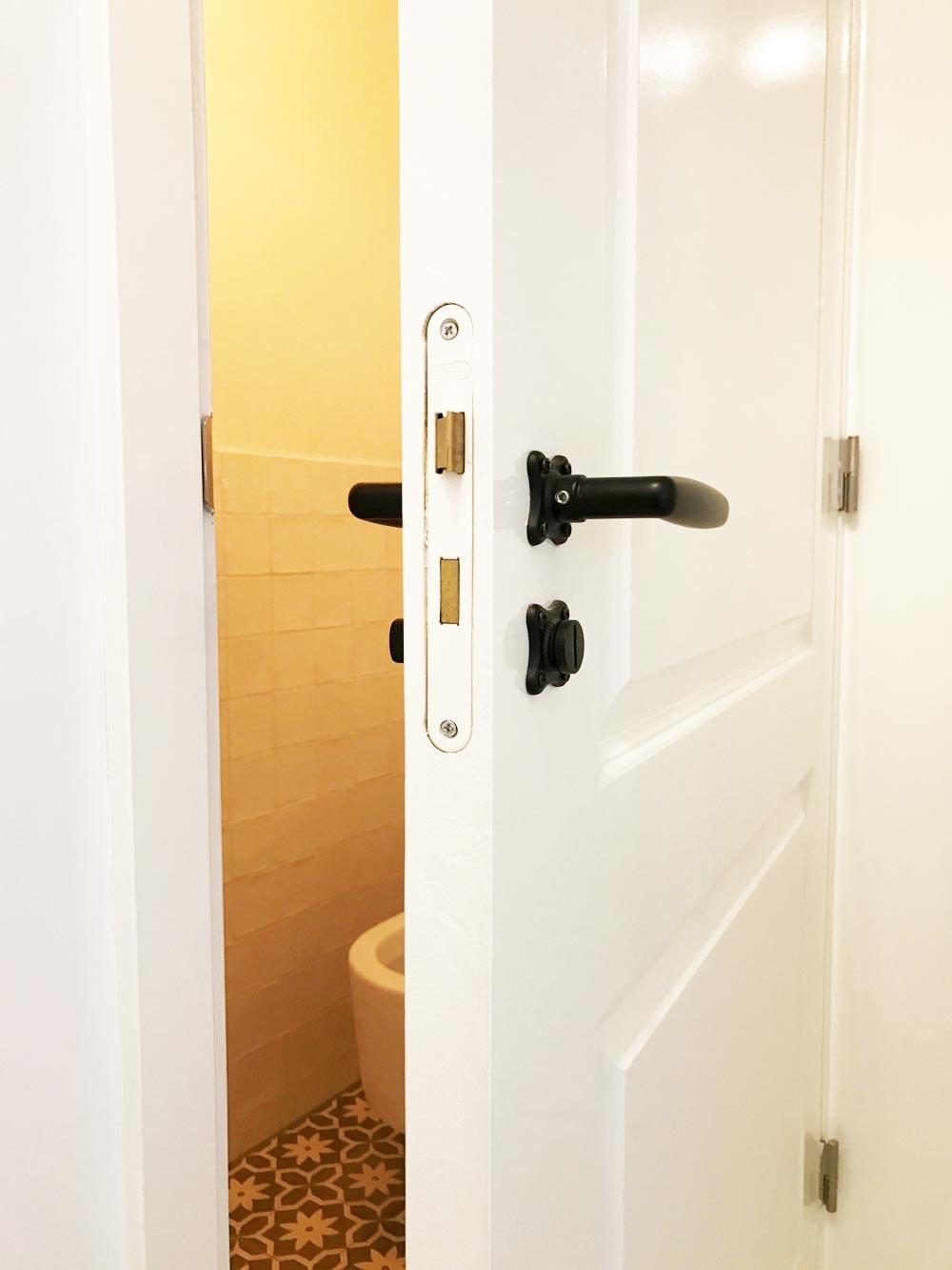 zwarte-sophie-deurkrukken-toilet-3