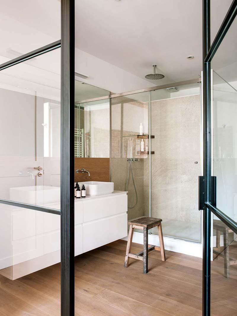 zwarte stalen deuren glas badkamer