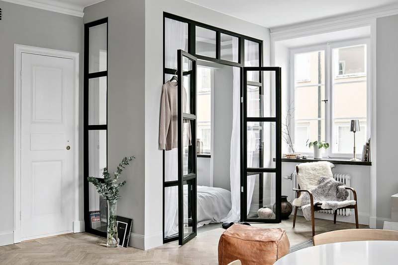 zwarte stalen kozijnen deuren slaapkamer woonkamer