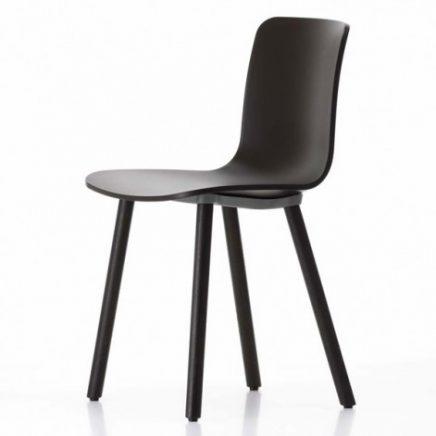 zwarte vitra hal wood stoel